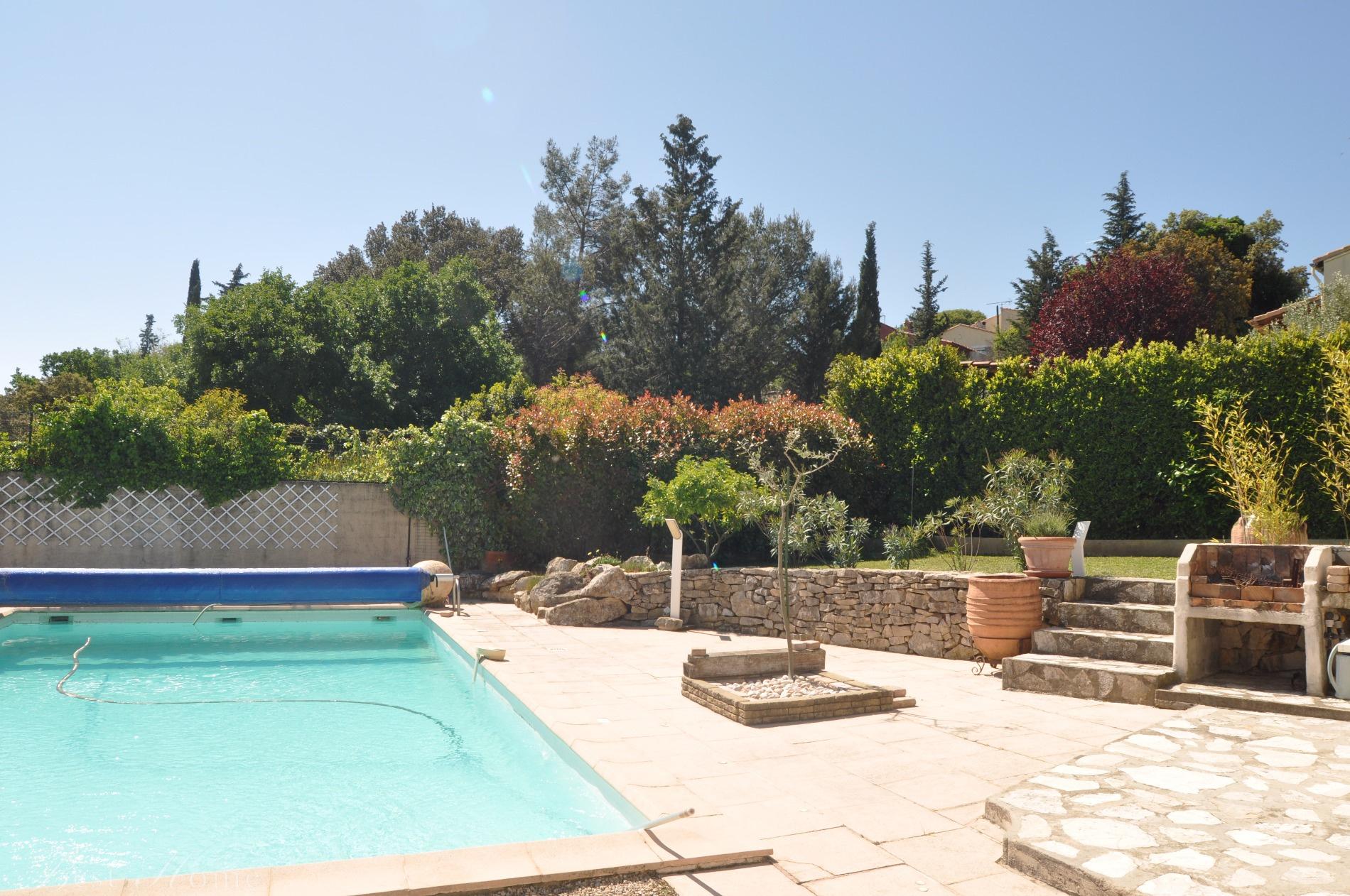 Vente vente maison n mes collines est avec piscine a for Piscine nimes